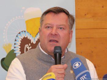 Wiesnchef Bürgermeister Josef Schmid auf der Oktoberfest Schluss-Pressekonferenz
