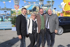 Gabriele Neff (2. von li.), Bernhard Klier (2. von re.), Christian Schottenhamel (re.), Oktoberfest Presserundgang über die Theresienwiese in München am  2019
