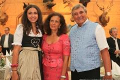 Ramona Pongratz, Arabella Schörghuber, Peter Pongratz (von li. nach re.), Präsentation Wiesnkrug im Armbrustschützenzelt auf der Theresienwiese in München 2019