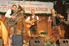 Trio Schleudergang, Schönheitskönigin 13. Tag auf der Oidn Wiesn am Oktoberfest in München 2018