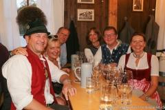 Sybille Steiniger (3. von re.), Bernhard Klier (2. von re.), Schönheitskönigin 14. Tag auf der Oidn Wiesn am Oktoberfest in München 2018