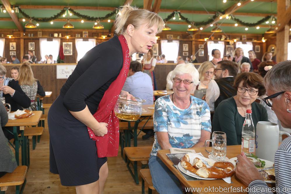 Bianca Bachmann, Schönheitskönigin 15. Tag auf der Oidn Wiesn am Oktoberfest in München 2018