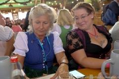 Sabine von Meyeren (li.), Schönheitskönigin 15. Tag auf der Oidn Wiesn am Oktoberfest in München 2018