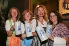 Sabine Barthelmeß (3. von li.), Schönheitskönigin 15. Tag auf der Oidn Wiesn am Oktoberfest in München 2018