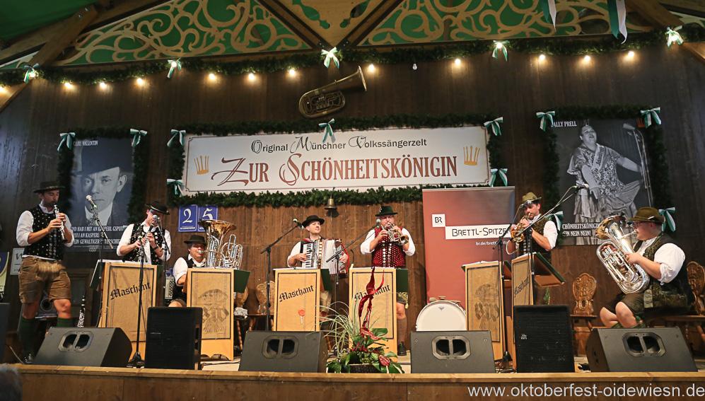 Maschant Tanzlmusi, Schönheitskönigin 16. Tag auf der Oidn Wiesn am Oktoberfest in München 2018