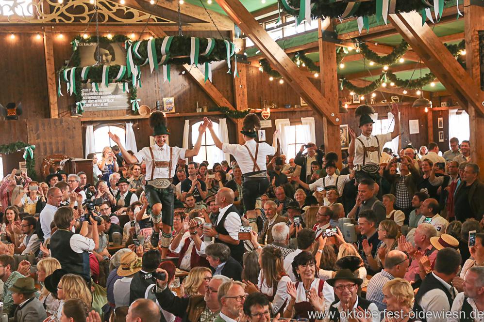 Plattler aus Traunstein, Schönheitskönigin 16. Tag auf der Oidn Wiesn am Oktoberfest in München 2018