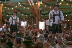 Goißlerschnalzer Koppachtaler aus Altusried,  Der 8. Tag im Volkssängerzelt zur Schönheitskönigin auf der Oidn Wiesn in München 2019