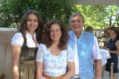 Ramona Pongratz, Arabella Schörghuber, Peter Pongratz (von li. nach re.), Oktoberfestwirte präsentieren den Wirtekrug am  Nockherberg in München 2019