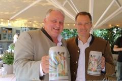 Christian Schottenhamel und Peter Inselkammer (re.), Oktoberfestwirte präsentieren den Wirtekrug am  Nockherberg in München 2019