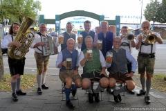 Die Brauer und die 4 Hinterberger Musikanten, Wiesnbierprobe im Bad am Bavariaring  in München .2019