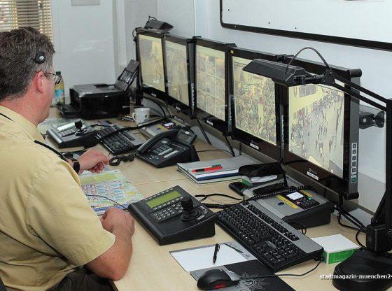 Einsatzzentrale Videoüberwachung Wiesnwache Polizei Oktoberfest München