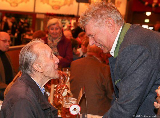 OB Dieter Reiter begrüßt Senioren in der Festhalle Schottenhamel