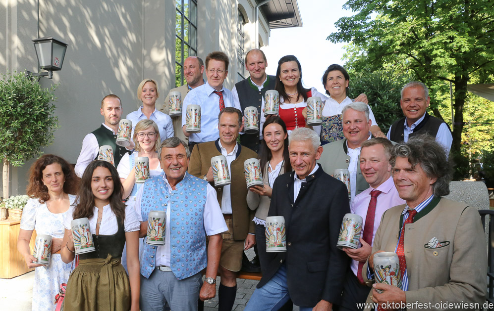 Moderne Bavaria: Festkrug der Münchner Wiesnwirte vorgestellt