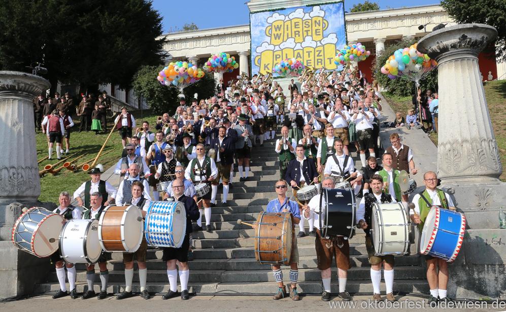 Am Sonntag um 11 Uhr Platzkonzert der Wiesnkapellen vor der Bavaria auf dem Oktoberfest